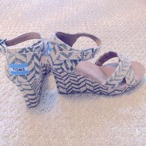 NWOT Toms Wedge Sandals
